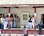 Rahul Gandhi, Manmohan Singh, Sonia Gandhi, Priyanka Gandhi attend prayer meeting at Gandhi Ashram