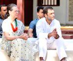 Rahul Gandhi, Sonia Gandhi attend prayer meeting at Gandhi Ashram