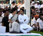 Rahul Gandhi pays homage to Rajiv Gandhi on death anniversary