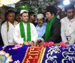 Rahul Gandhi visits Dargah Hazrath Tawakal Mastan Shah