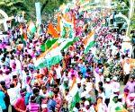 Jamakhandi (Karnataka): Congress-JD-S trounces BJP 4-1 in Karnataka by-elections - Congress workers celebrate