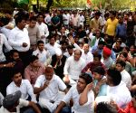 Congress workers protest outside Rahul's residence