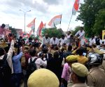 Congress workers protest against Unnao rape case