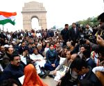 Congress leaders protest at India Gate over police crackdown on Jamia students
