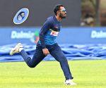Dambulla (Sri Lanka): Sri Lanka - practice session - Chamara Kapugedera