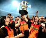 IPL 2016 - Royal Challengers Bangalore vs Sunrisers Hyderabad - presentation ceremony