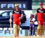 de Villiers, Maxwell help RCB survive shaky start