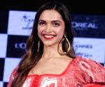 Deepika, Vikrant's kissing scene gets leaked