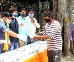 Delhi BJP distribute free food for Covid-19 patient relatives outside LNJP hospital in new Delhi