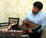 Manoj Tiwari resorts to music