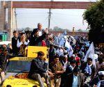 Arvind Kejriwal holds roadshow at Rajender Nagar
