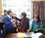 Kejriwal celebrates wife's birthday ahead of final results