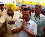 Arvind Kejriwal visits Durgiana Temple