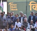 Kejriwal participates in Kisan Mukti March