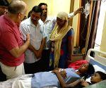 Arvind Kejriwal, Manish Sisodia visit students