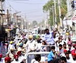 Faridkot (Punjab): 2019 LS polls: Arvind Kejriwal campaigns for AAP's Sadhu Singh