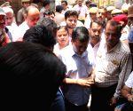Arvind Kejriwal, Manoj Tiwari visit Burari