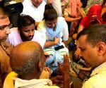 Kejriwal meets family members of sanitation workers
