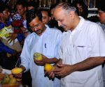 Delhi CM inaugrates Mango Festival
