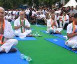 International Yoga Day - Delhi LG, Kejriwal