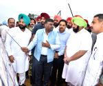 Amarinder inspects construction work of Kartarpur corridor