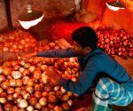 BANGLADESH DHAKA ONION SALES