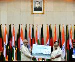 PM Modi and Sheikh Hasina exchanging the memorabilia