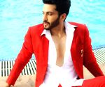 Dheeraj Dhoopar has two reasons to celebrate