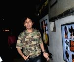 Shirish Kunder seen outside Hakim Aalim's salon at Andheri