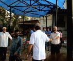 Sooraj Barjatya arrives at Raj Kumar Barjatya's residence