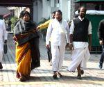DMK delegation meets CEC