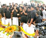 Alagiri pays homage at M.K. Karunanidhi's memorial