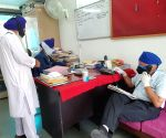 Doorstep food delivery by Noida gurdwara for Covid-hit
