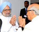 Dr Manmohan Singh being felicitated by Governor HR bhardwaj during his visit to Raj Bhavan, in Bangalore