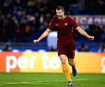 Roma renew three-year deal with Dzeko