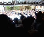Raj Thackeray meets private bank employees