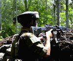 One terrorist killed in encounter in Kashmir (Ld)