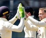 England turn tables on Sri Lanka, win 2nd Test by 6 wickets