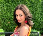 Free Photo: Evelyn Sharma: Indian attires are so classy