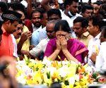 Expelled AIADMK Leader VK Sasikala pays tribute to former Tamilnadu Chief Minister J.Jayalalithaa's Memorial at Marina Beach