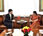 Sushma Swaraj meets Vietnamese Foreign Minister
