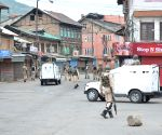 Deja vu 90s as Kashmiris throng makeshift phone booths