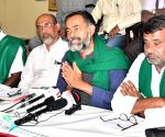 Farmer Leader and Activist Yogendra Yadav addressing a press conference with Farmer Leaders, in Bengaluru
