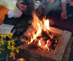 Free Photo: Farmers perform havan at Ghazipur border to maintain peace