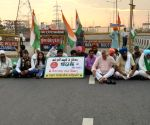 Free photo : Farmers protest and blocked Delhi Meerut highway.