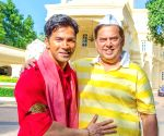 Varun Dhawan wishes David Dhawan 'Happy Birthday Papa' in his impressive Coolie avatar