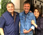Rishi, Neetu discuss movies with Hirani in New York