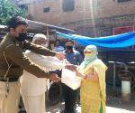 New Delhi: Food distributed among people amid lockdown