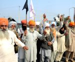 Hundreds of protesting farmers gather along Punjab-Haryana border
