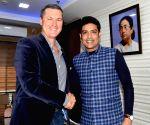Simon Taufel  meets Laxmi Ratan Shukla